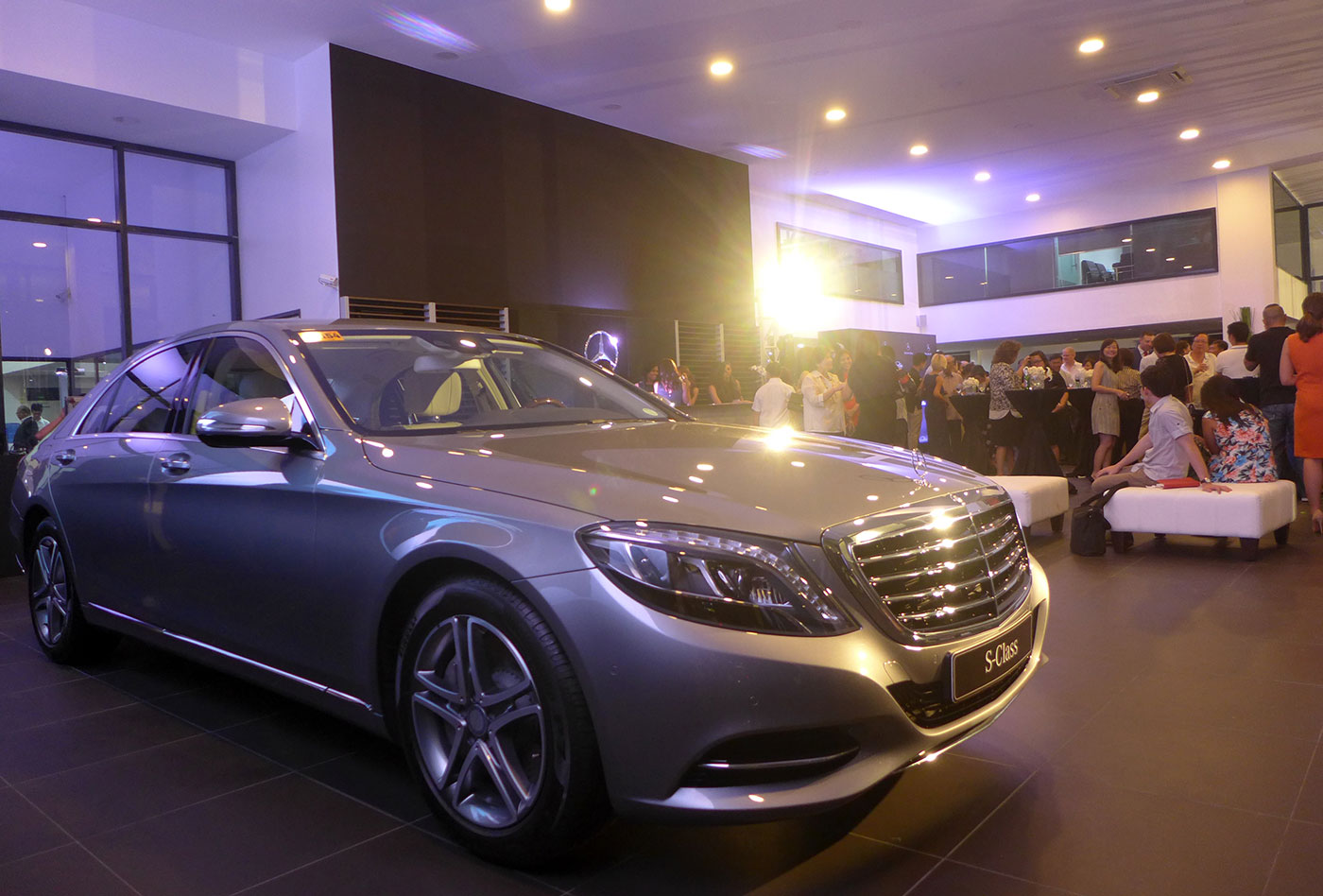 Mercedes benz chrysler dealerships open in cebu for Mercedes benz daimler chrysler