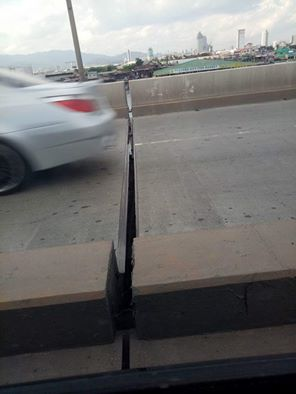 """ACTION. This Facebook post showing """"gaps"""" at the SRP led to an inspection by the DPWH. (Photo from the Facebook account of Darrs Diaz)"""