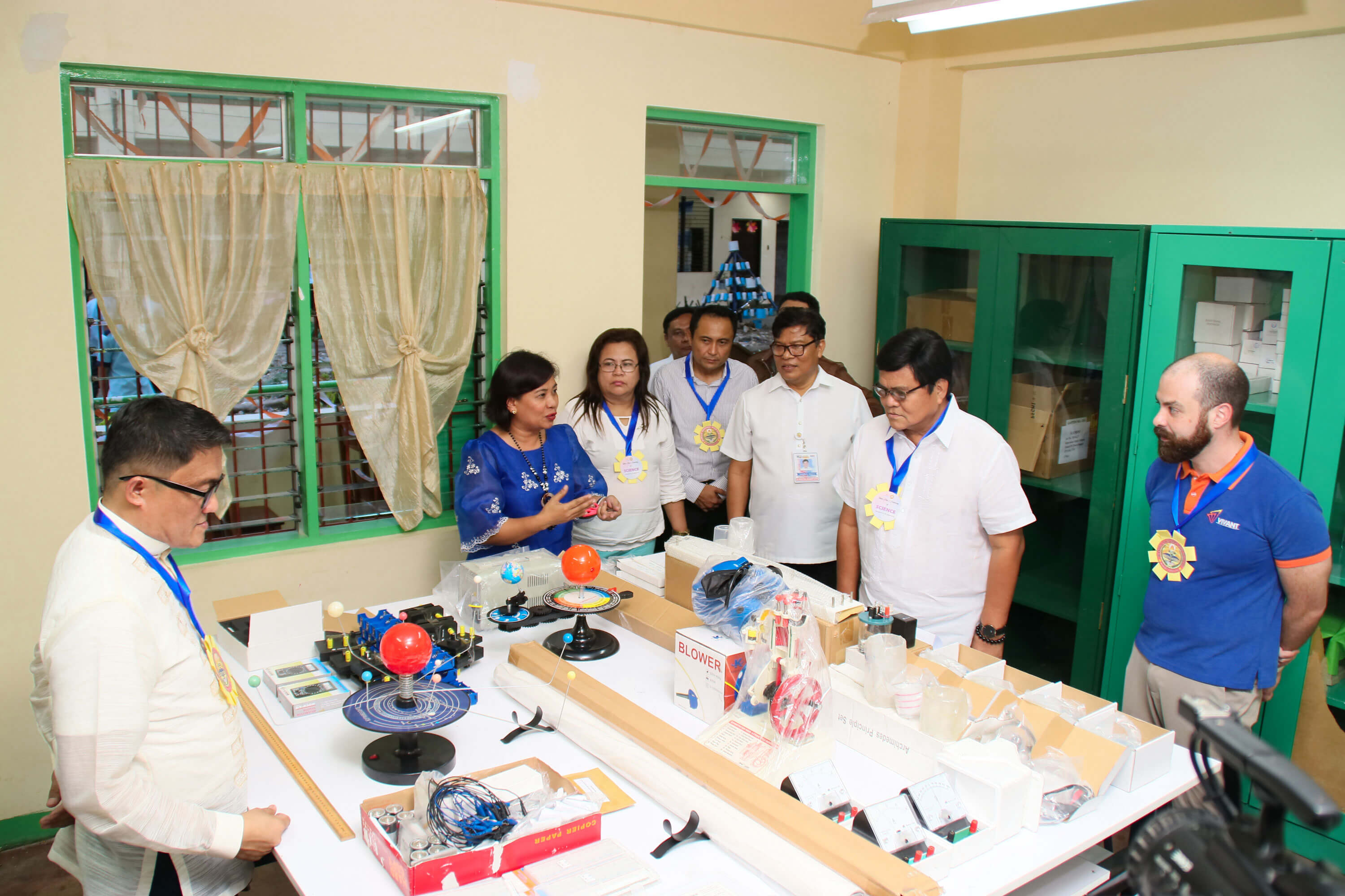 EMPOWERING THE YOUTH. Cebu City Mayor Edgardo Labella (2nd from right) and Mabolo National High School principal (2nd from left) thank Vivant Foundation, represented by its executive director Shem Garcia (right), for donating various science laboratory tools and equipment to the school. During the turnover last Aug. 19, Mayor Labella and Department of Education officials saw the donation, which aims to improve the teaching of science, technology, engineering and math (STEM). Also present during the turnover were Bianito Dagatan, Department of Education Cebu City Division superintendent, and lawyer Jess Garcia (4th from right) of Vivant Corporation.